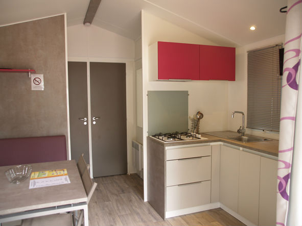 4-person mobile home rental in Argelès-sur-Mer: kitchen